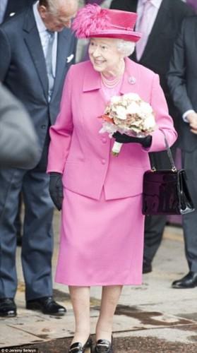 حقيبة ملكة بريطانيا (2)