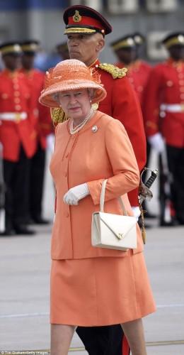 حقيبة ملكة بريطانيا (3)
