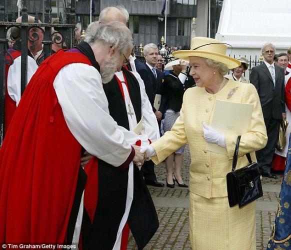 حقيبة ملكة بريطانيا (4)