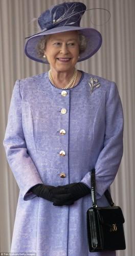 حقيبة ملكة بريطانيا (5)