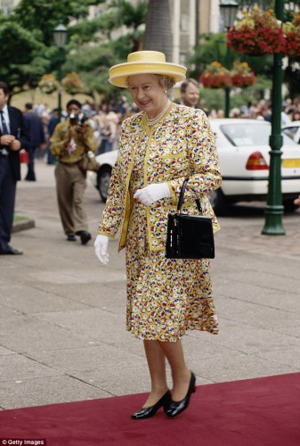 حقيبة ملكة بريطانيا (6)