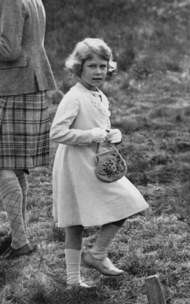 حقيبة ملكة بريطانيا (8)