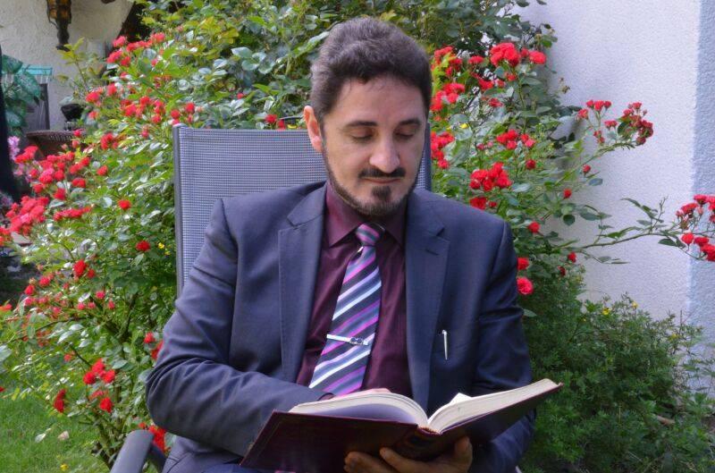 عدنان ابراهيم (2)