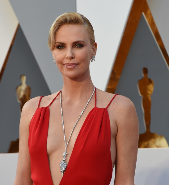Charlize+Theron+Pendant+Necklaces+Diamond+harry winston