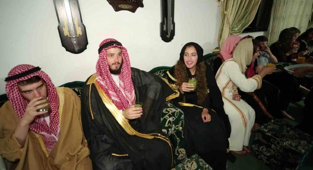 أمريكية تخوض تجربة الزواج على الطريقة البدوية (4)