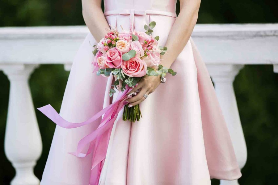 do-i-have-to-say-yes-to-being-a-bridesmaid-900x600