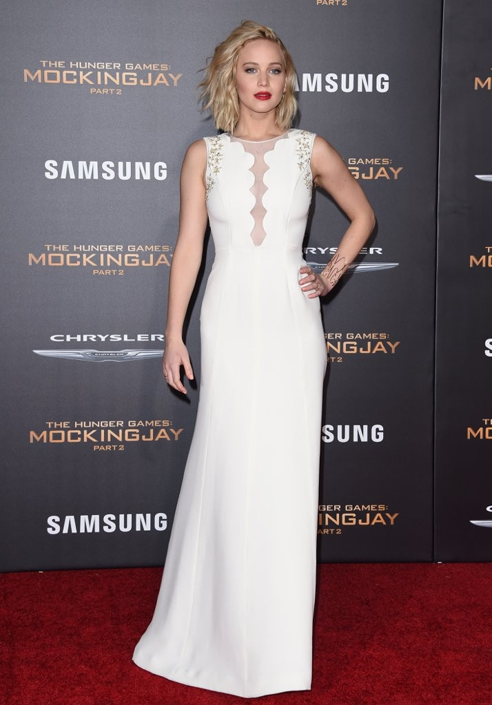 Jen-showed-us-sexy-take-simple-embellished-Dior-Haute
