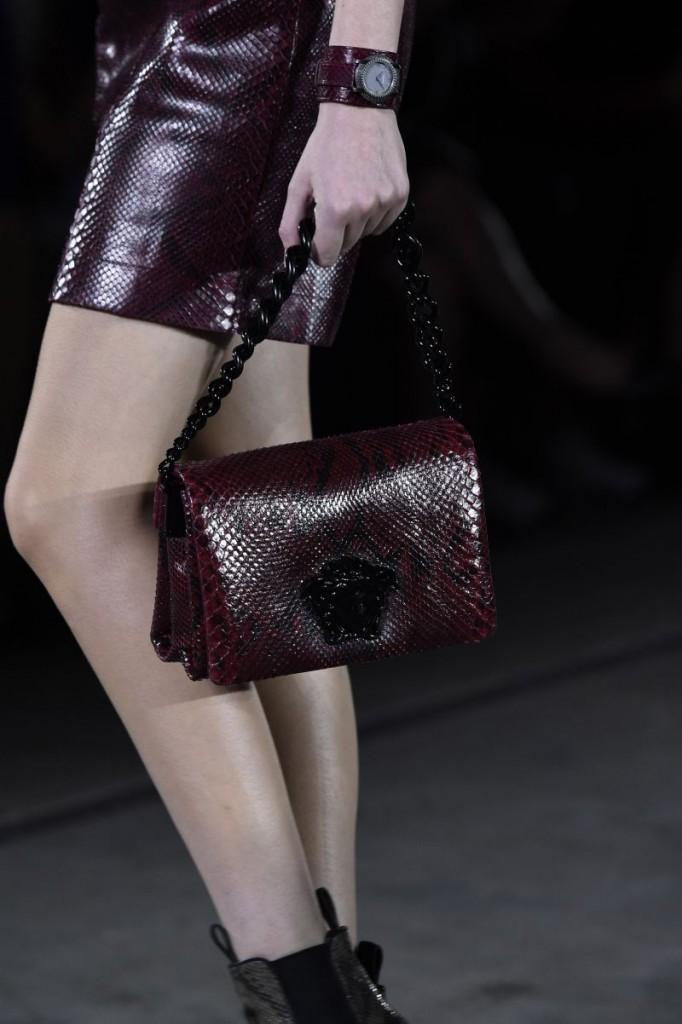 Versace DV25 _Fashion Show_Detail shot