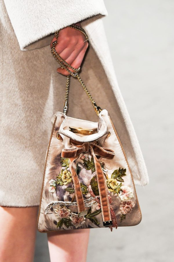 embellished-pouch-fall-bags-alberta-ferretti-600x900
