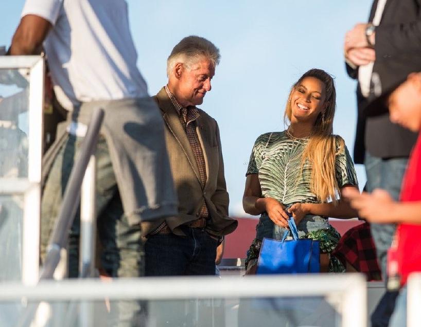 بيل كلينتون يروج لزوجته بصحبة بيونسيه (4)