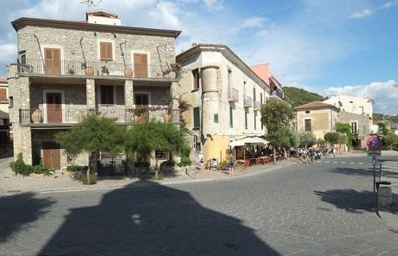 قرية إيطالية  (2)