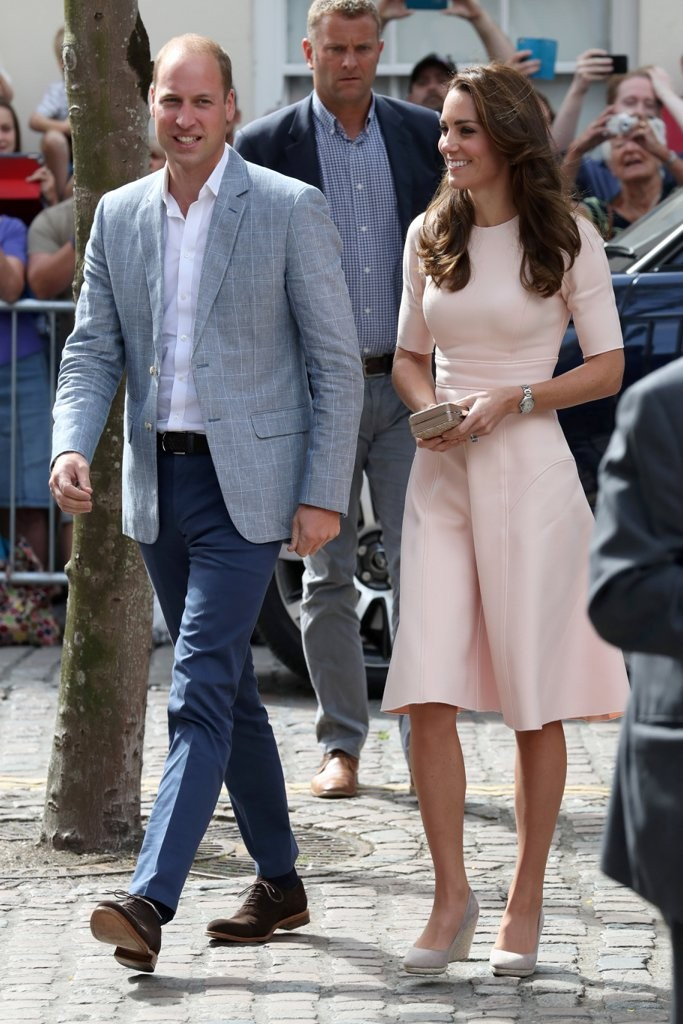 Her-Outfit-Perfectly-Complemented-Prince-William-Light-Look