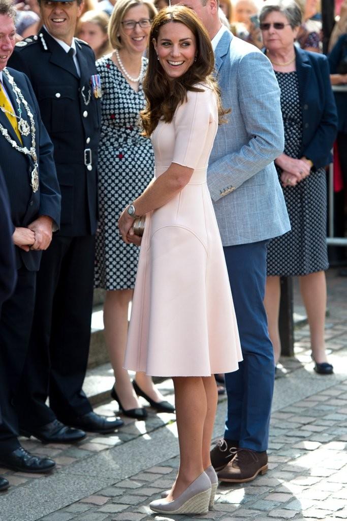 Kate-Middleton-Wearing-Wedges-September-2016