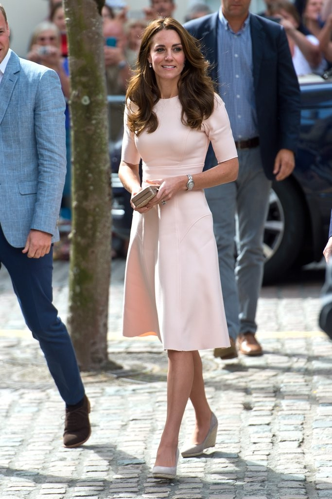 Kate-Stepped-Out-Pair-Monsoon-Wedges-Which-She-Paired-Pink-Lela-Rose-Dress