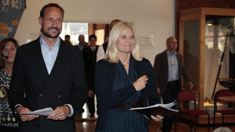 Kronprins Haakon og kronprinsesse Mette-Marit besøker Nome videregående skole avd.