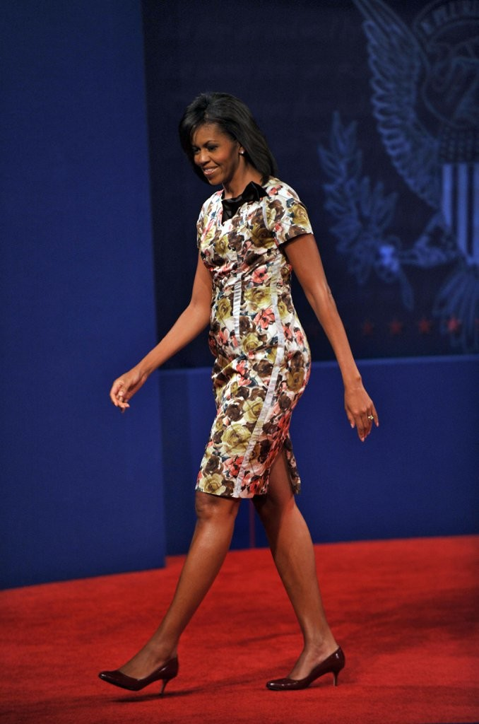 1-black-bow-can-ground-floral-dress