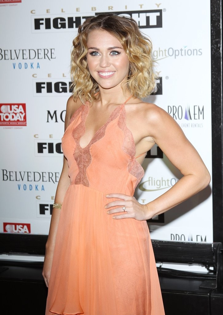 miley-sported-ring-red-carpet-2012