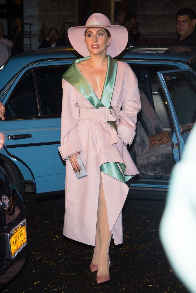 resized_lady-gaga-wearing-atelier-versace-new-york