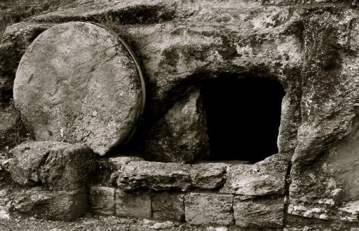 resized_tomb-2