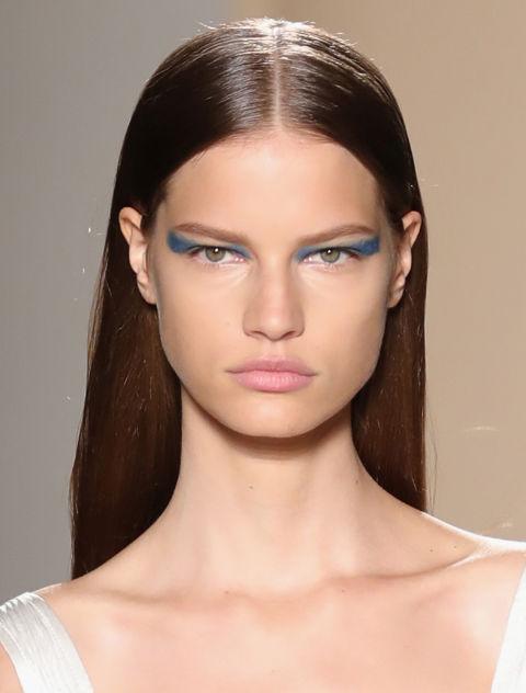 victoria-beckham-spring-2017-makeup-eyeliner-trends