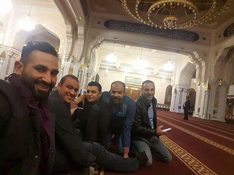 احمد سعد متهم بعد احترام المسجد والآذان