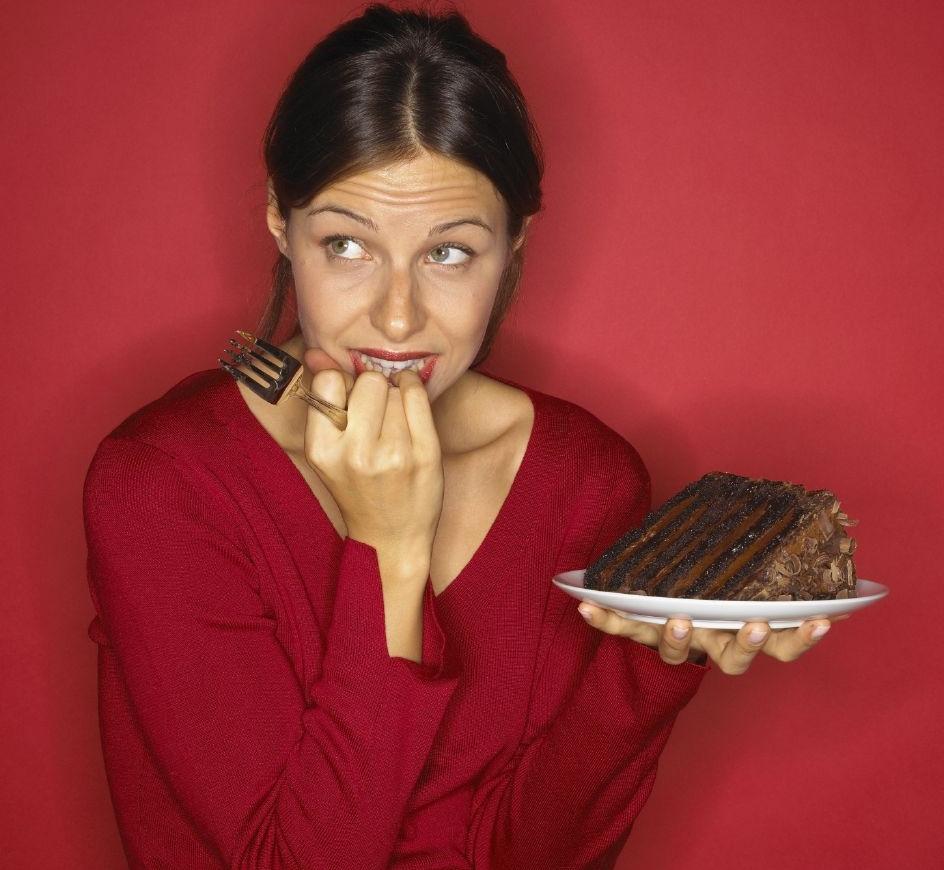 الحلويات تزيد من آلام الطمث