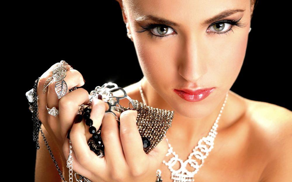 العناية بالمجوهرات في المنزل