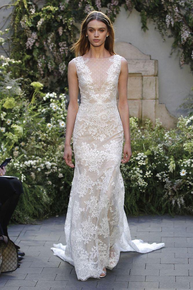 فستان أخر من مونيك لولييه
