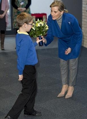 كونتيسة وسكس تلقت باقة من الزهور الجميلة من طفل صغير