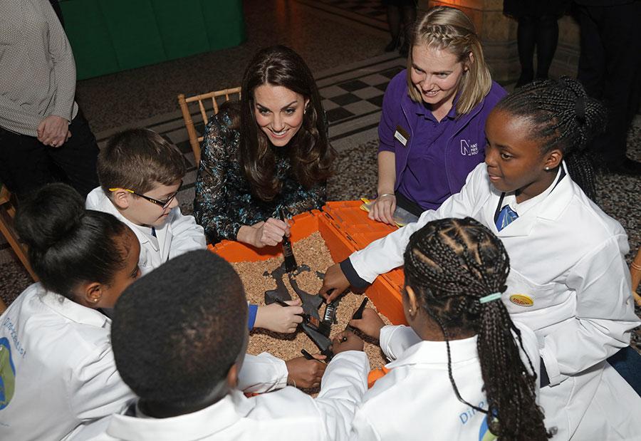 حفل شاي للأطفال في متحف التاريخ الطبيعي