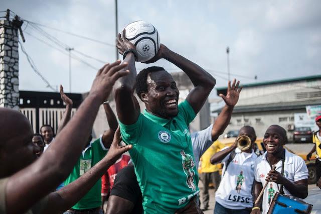 لاعب كرة القدم النيجيري شيندو هيريس