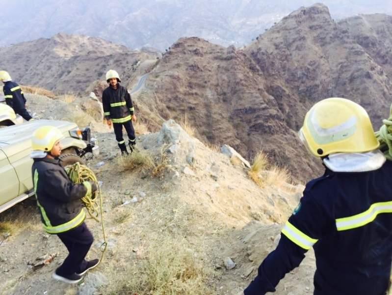 مصرع 5 وإصابة 2 من عائلة واحدة سقطوا من مرتفع جبلي