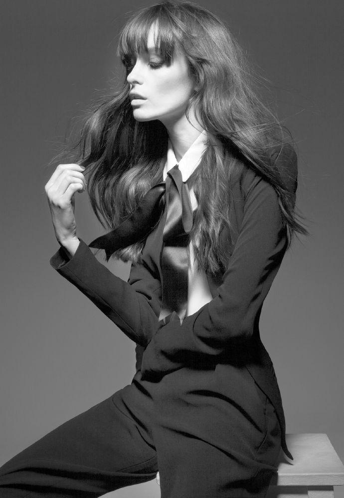 resized_high-resolution-brune-profile-retouche-pour-impression