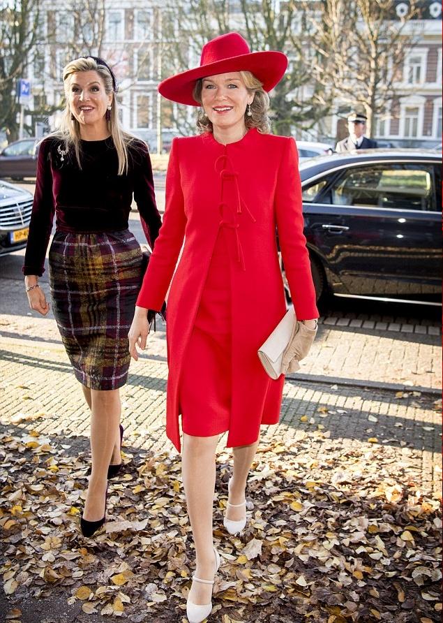 الأحمر يجمع الملكتين