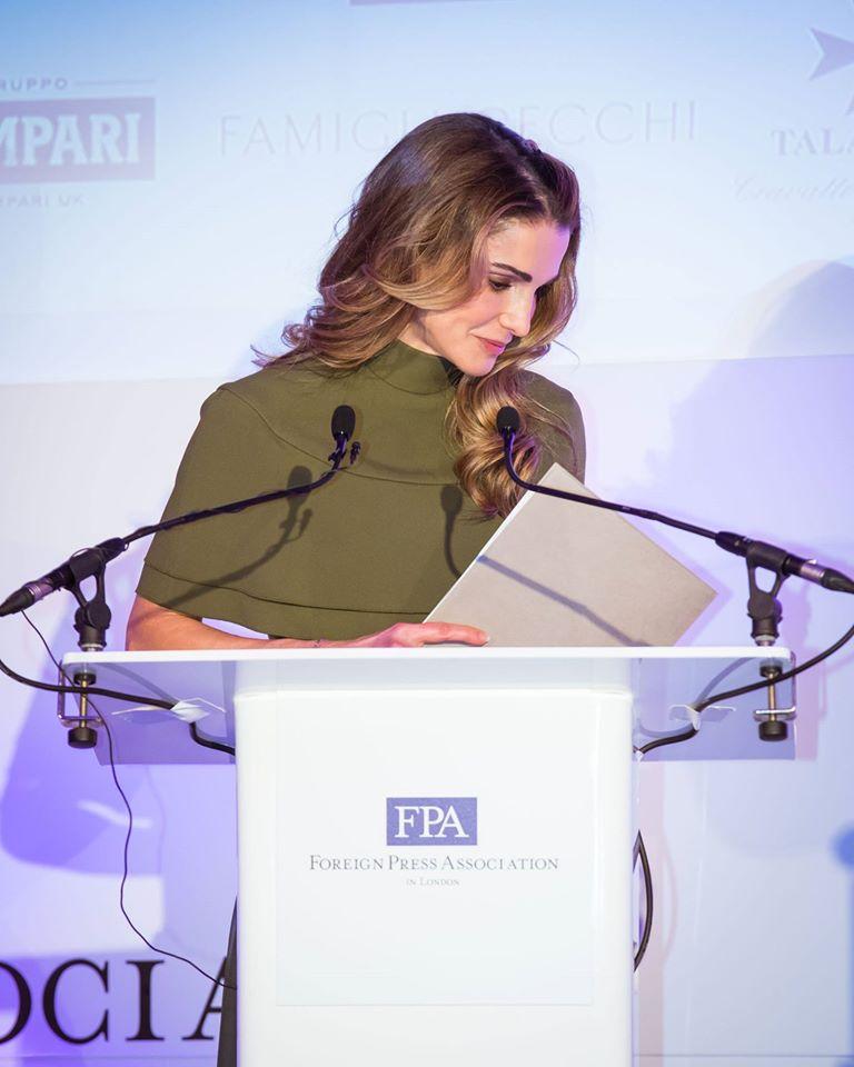 الملكة رانيا تلقي كلمة أمام جمعية الصحافة الأجنبية