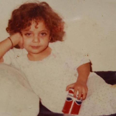 صورة نادرة لريم البارودي وهي في مرحلة الطفولة