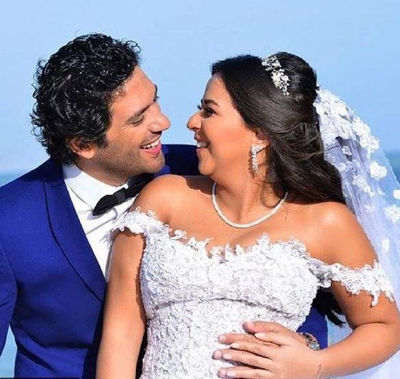 صورة رومانسية لايمي والرداد من الزفاف