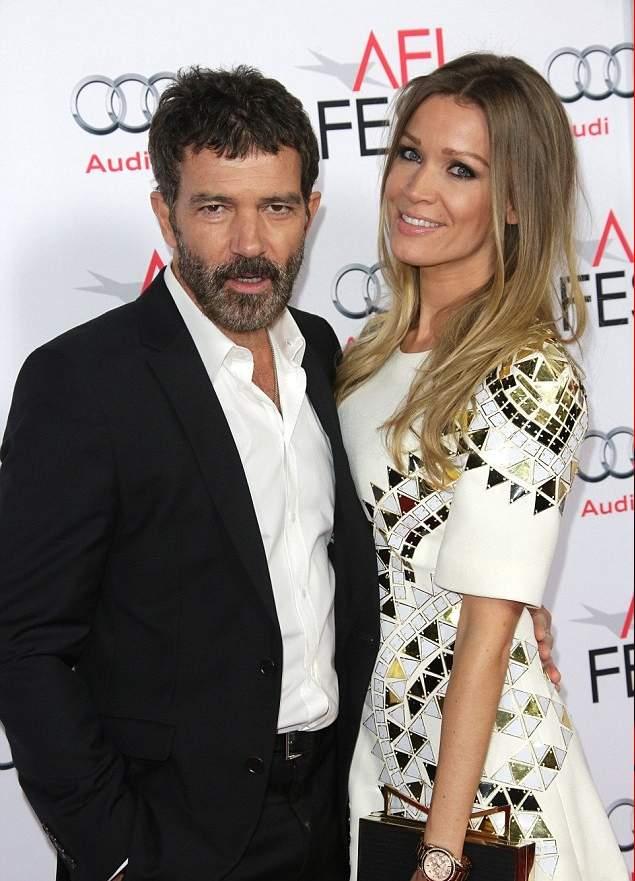 أنطونيو بانديراس مع صديقته نيكول كيمبل