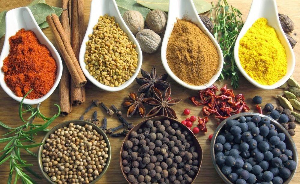 الأعشاب الطبية والتوابل تساعد على استعادة شباب البشرة