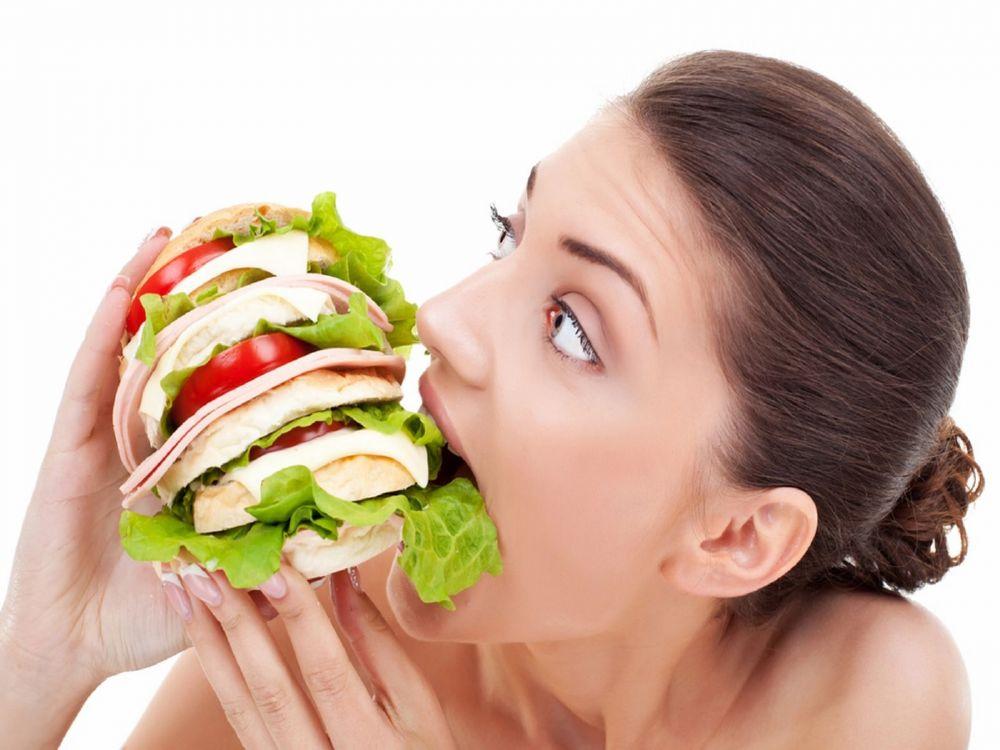 الإفراط في تناول الطعام يؤدي إلى مشكلة في الأمعاء