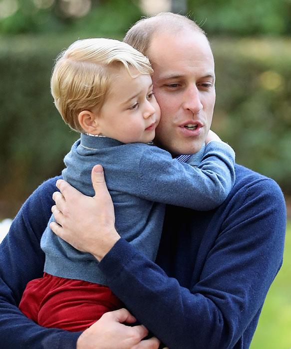 الامير ويليام مع ابنه الأمير جورج