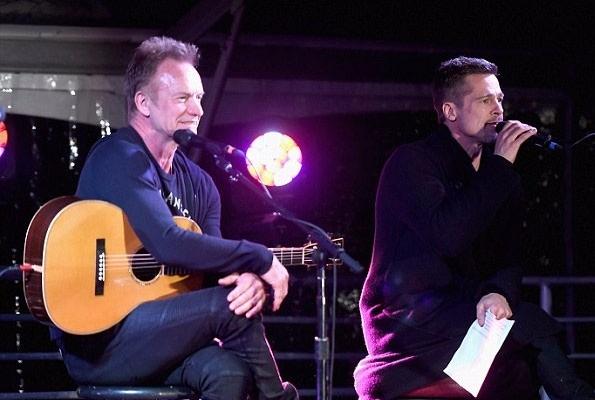 براد بيت يشارك الغناء على المسرح وصديقه كريس كورنيل