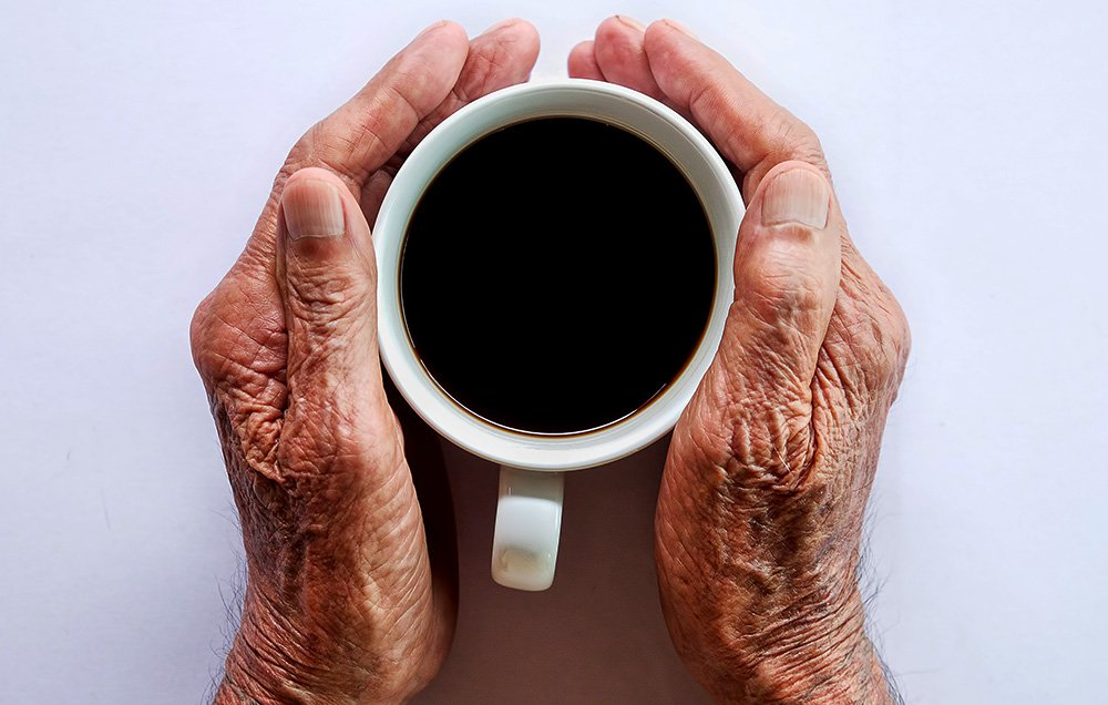 تناول الكافيين يساعد على الحد من أعراض الشيخوخة