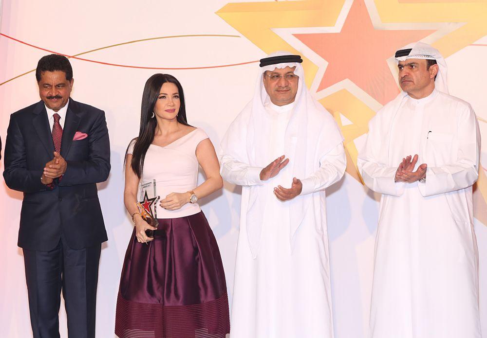 ديانا حداد تحصل على جائزة مجلة الصحة السنوية 2017