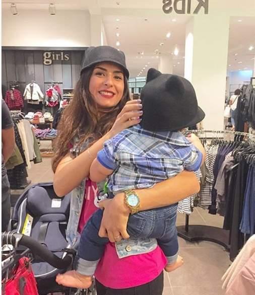 ريهام أيمن مع ابنها