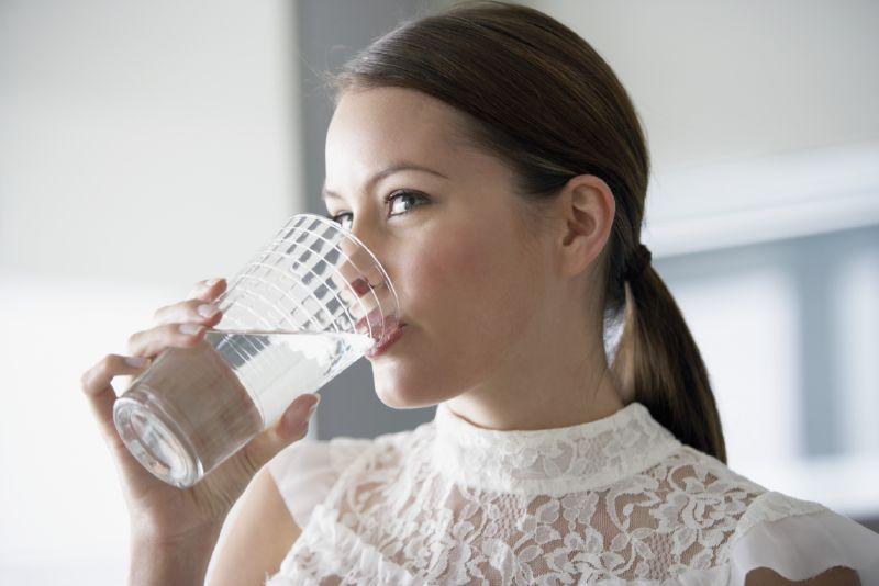 شرب الكثير من الماء تخفف من السعال