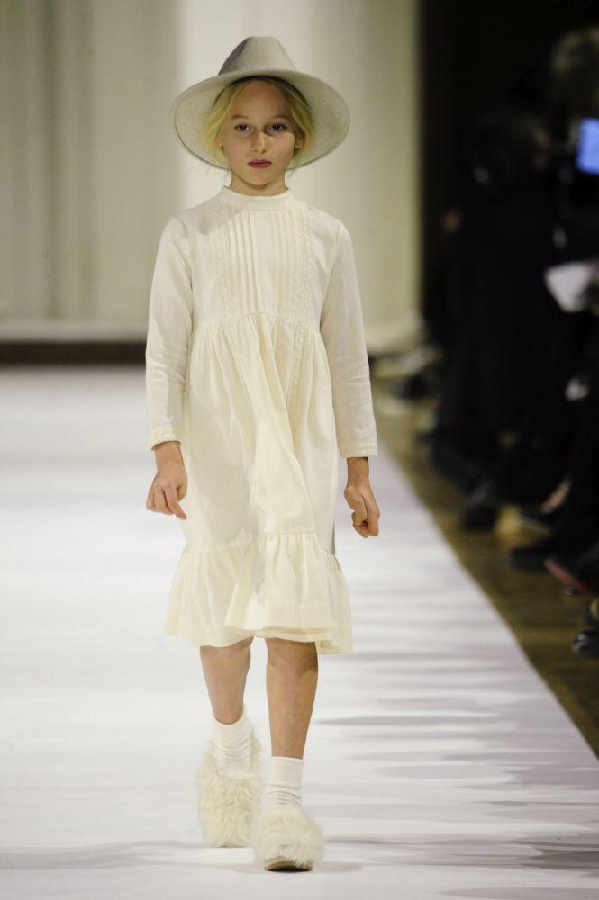 فستان يحاكي تصميم المئزر