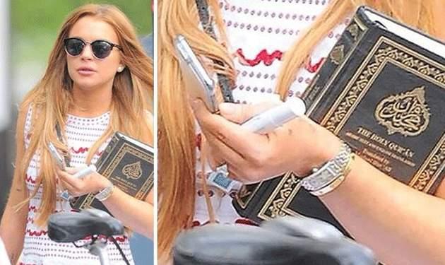 ليندسي لوهان وهي تحمل نسخة من القرآن
