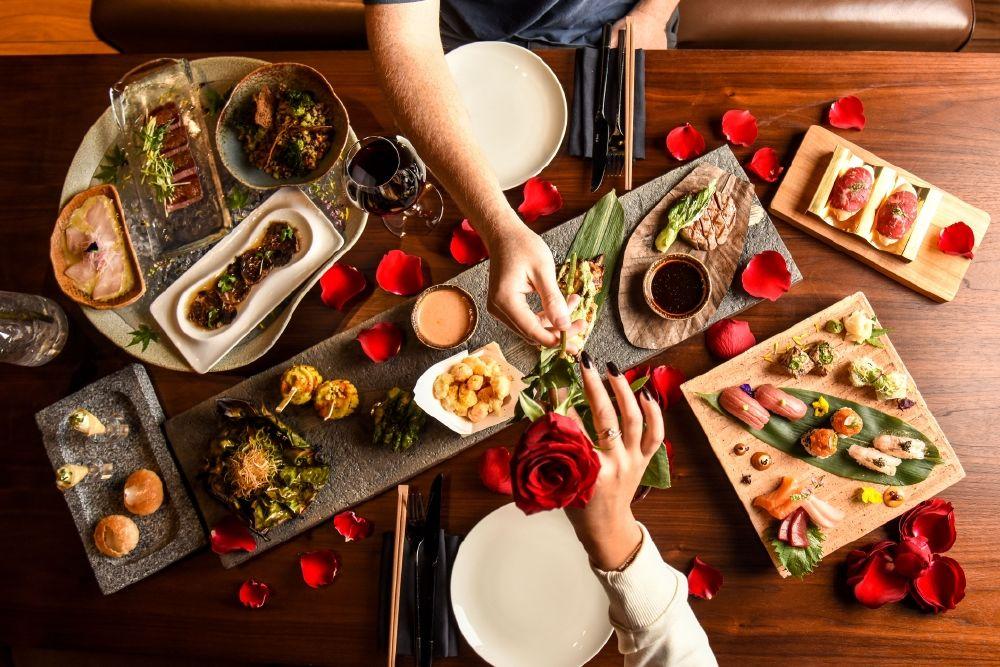 عشاء مؤلّف من خمسة أطباق في مطعم ولاونج