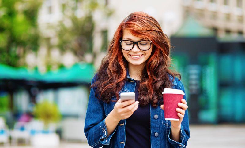 الإفراط في تصفح الهاتف المحمول يسبب الشيخوخة المبكرة